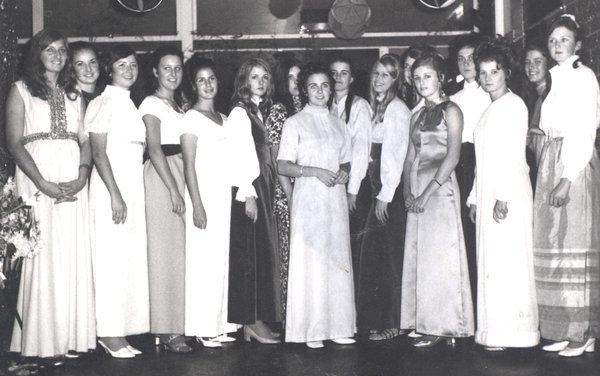 662P Prefects Dance 1970 crop.jpg
